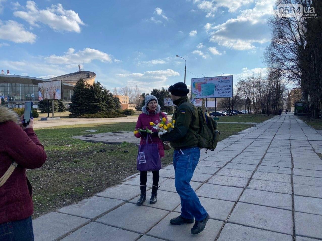 """В первый день весны в Кривом Роге участники боевых действий дарили женщинам цветы и """"гормон счастья"""", - ФОТО, ВИДЕО , фото-69"""