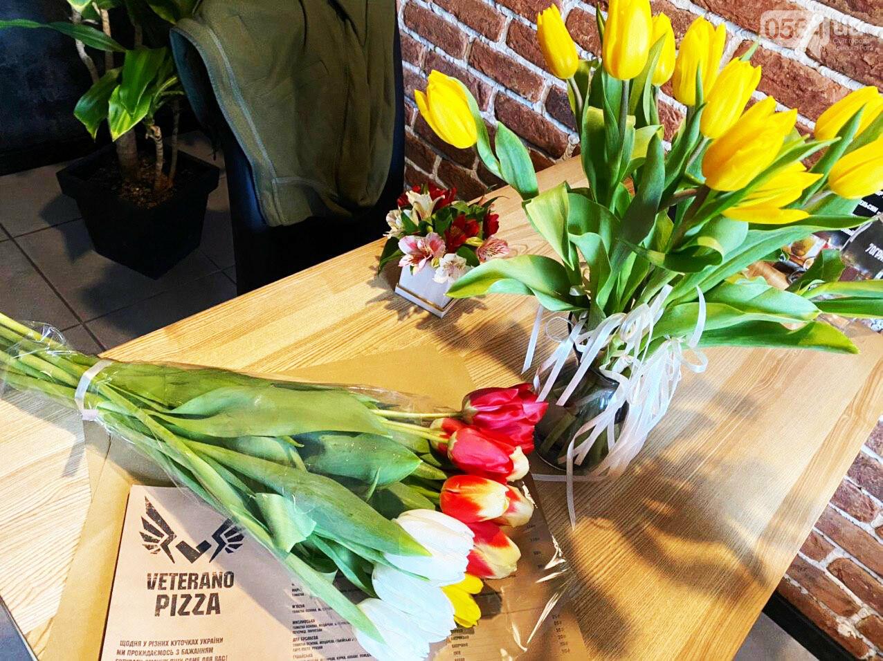 """В первый день весны в Кривом Роге участники боевых действий дарили женщинам цветы и """"гормон счастья"""", - ФОТО, ВИДЕО , фото-74"""