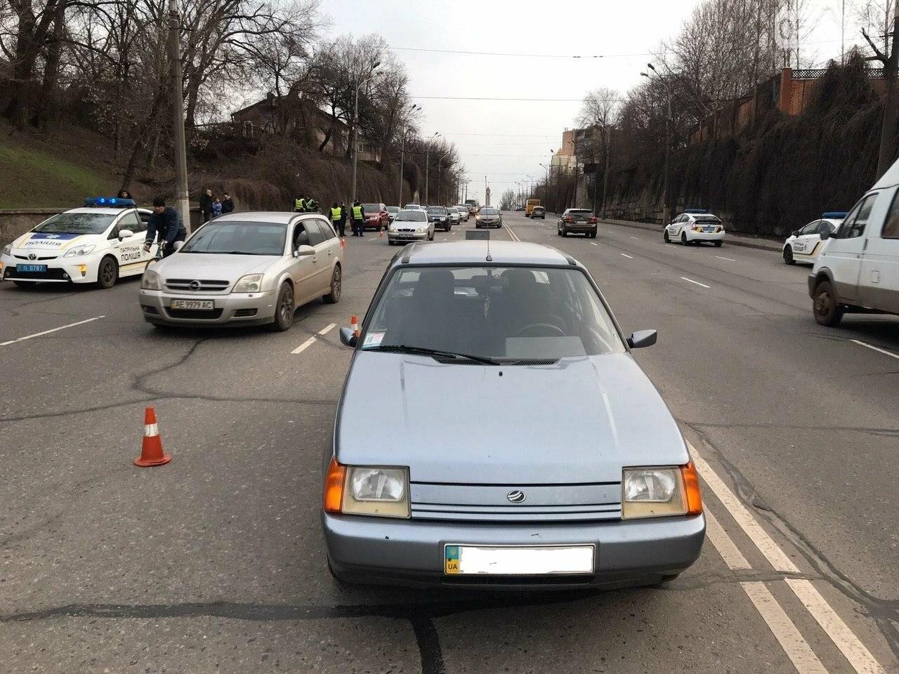 В Кривом Роге легковой автомобиль сбил подростка, который выскочил на дорогу, - ФОТО , фото-10