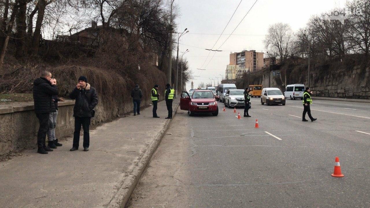 В Кривом Роге легковой автомобиль сбил подростка, который выскочил на дорогу, - ФОТО , фото-6