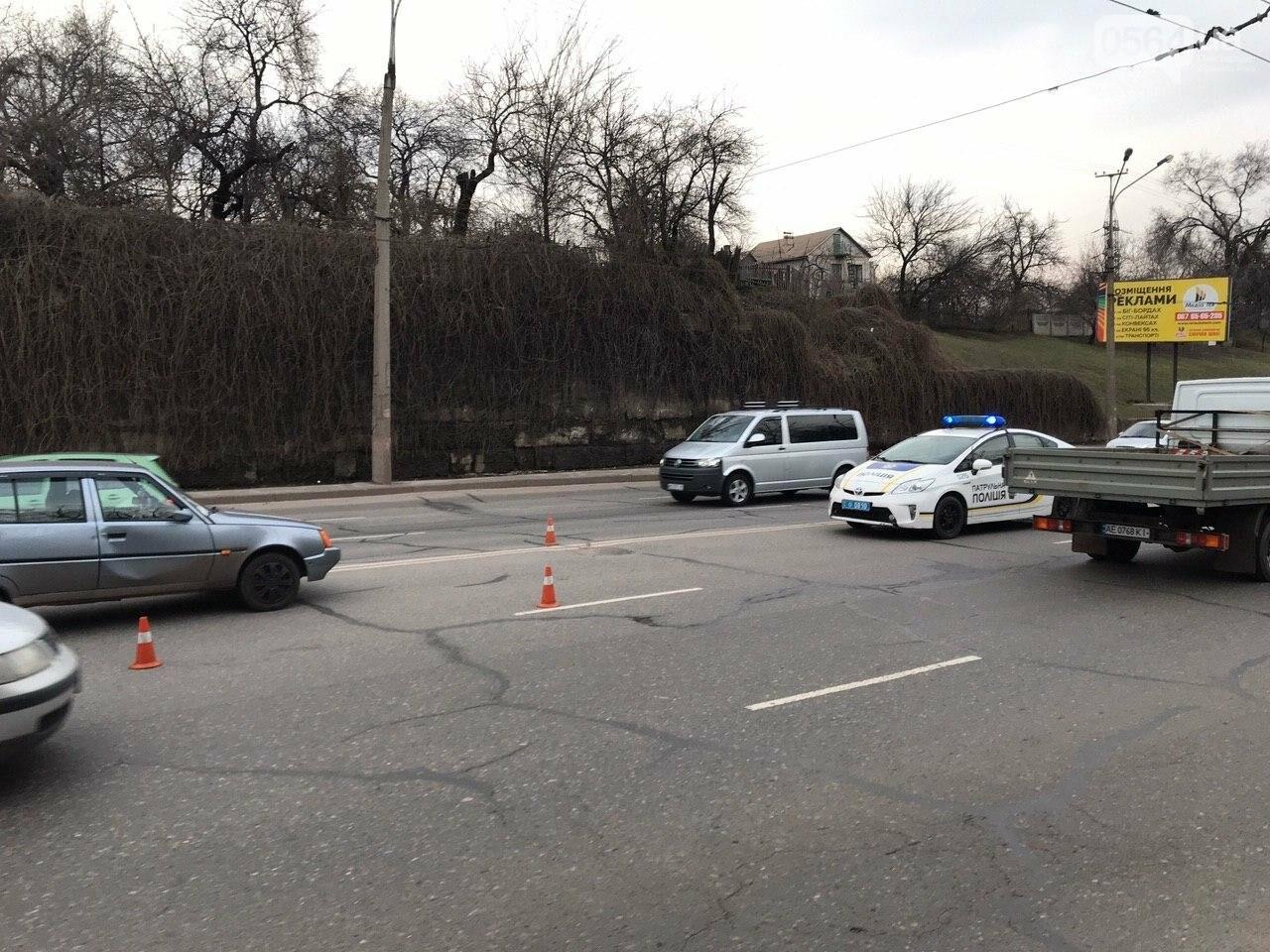В Кривом Роге легковой автомобиль сбил подростка, который выскочил на дорогу, - ФОТО , фото-3