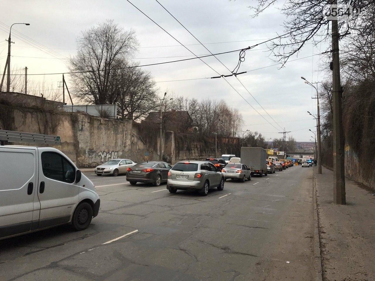 В Кривом Роге легковой автомобиль сбил подростка, который выскочил на дорогу, - ФОТО , фото-7