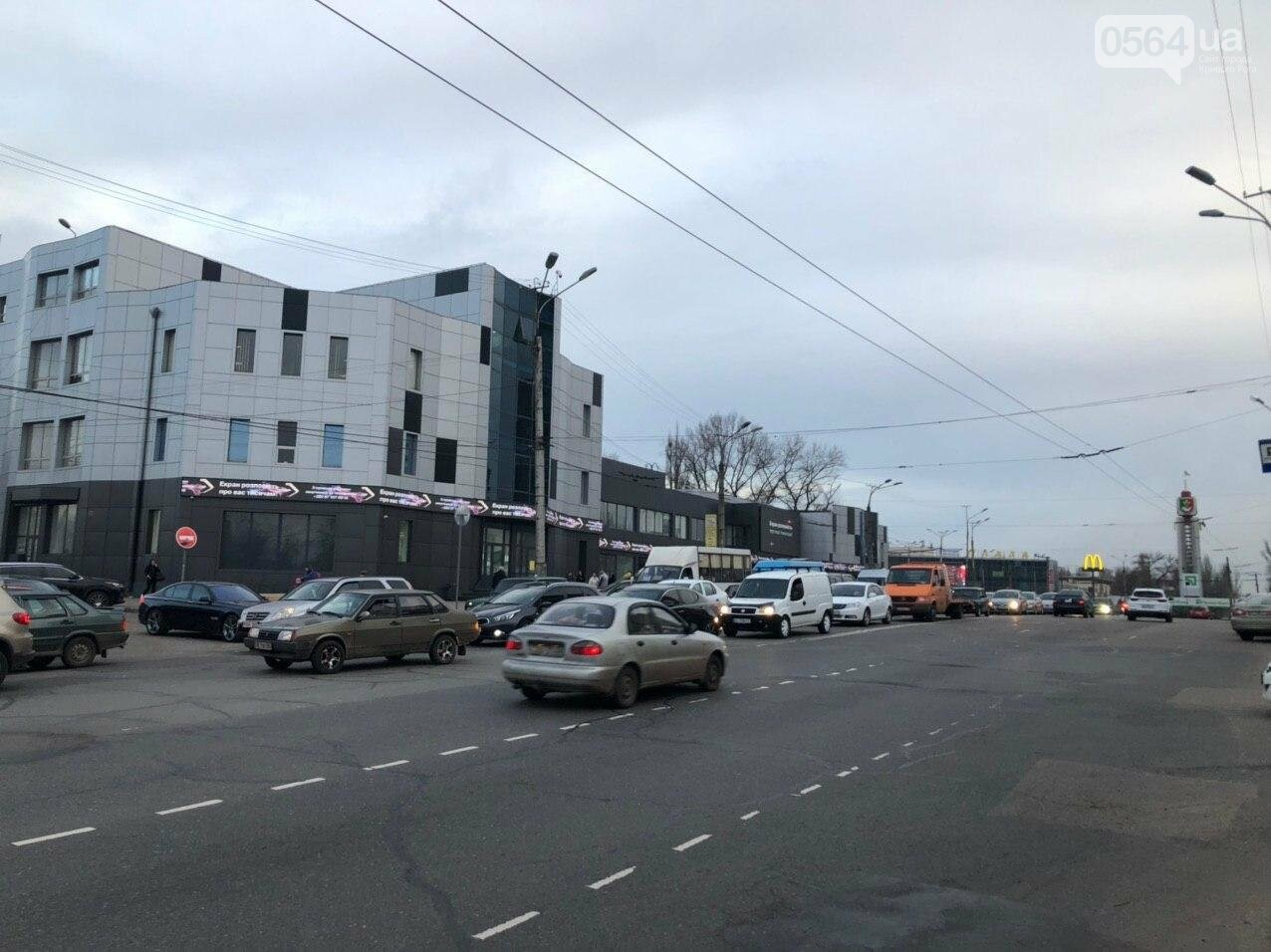 В Кривом Роге столкнулись 4 автомобиля, движение в направлении ул.Волгоградской затруднено, - ФОТО, фото-3