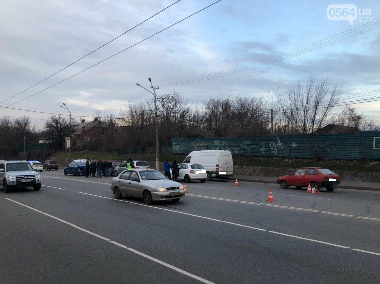 В Кривом Роге столкнулись 4 автомобиля, движение в направлении ул.Волгоградской затруднено, - ФОТО, фото-1