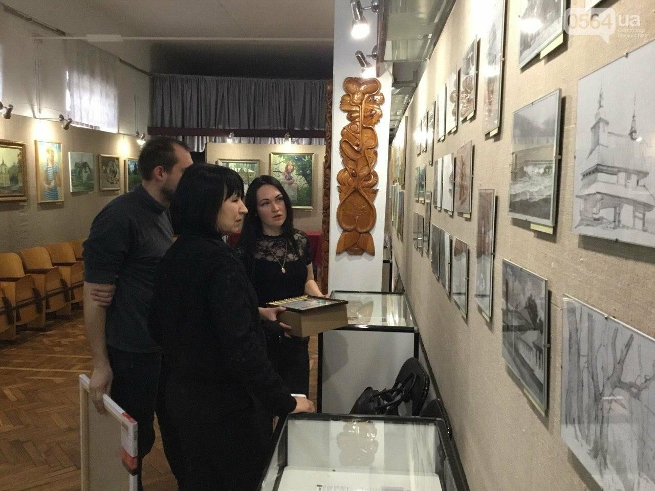 """В криворожском музее открылась художественная выставка """"Траектория творчества"""", - ФОТО, ВИДЕО, фото-1"""