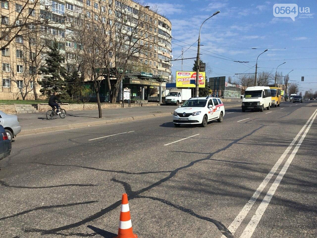 На центральном проспекте Кривого Рога столкнулись 4 автомобиля, - ФОТО, фото-2