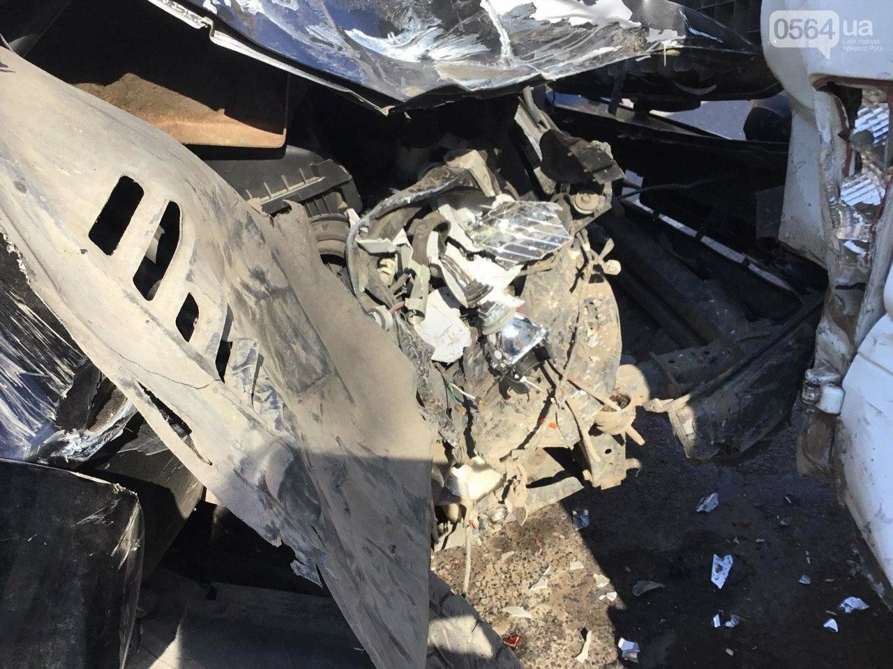 На центральном проспекте Кривого Рога столкнулись 4 автомобиля, - ФОТО, фото-3