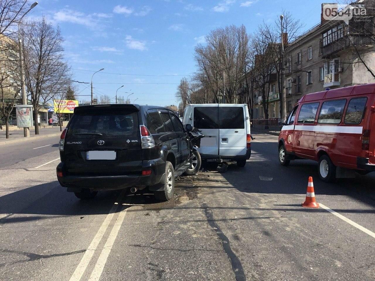На центральном проспекте Кривого Рога столкнулись 4 автомобиля, - ФОТО, фото-7