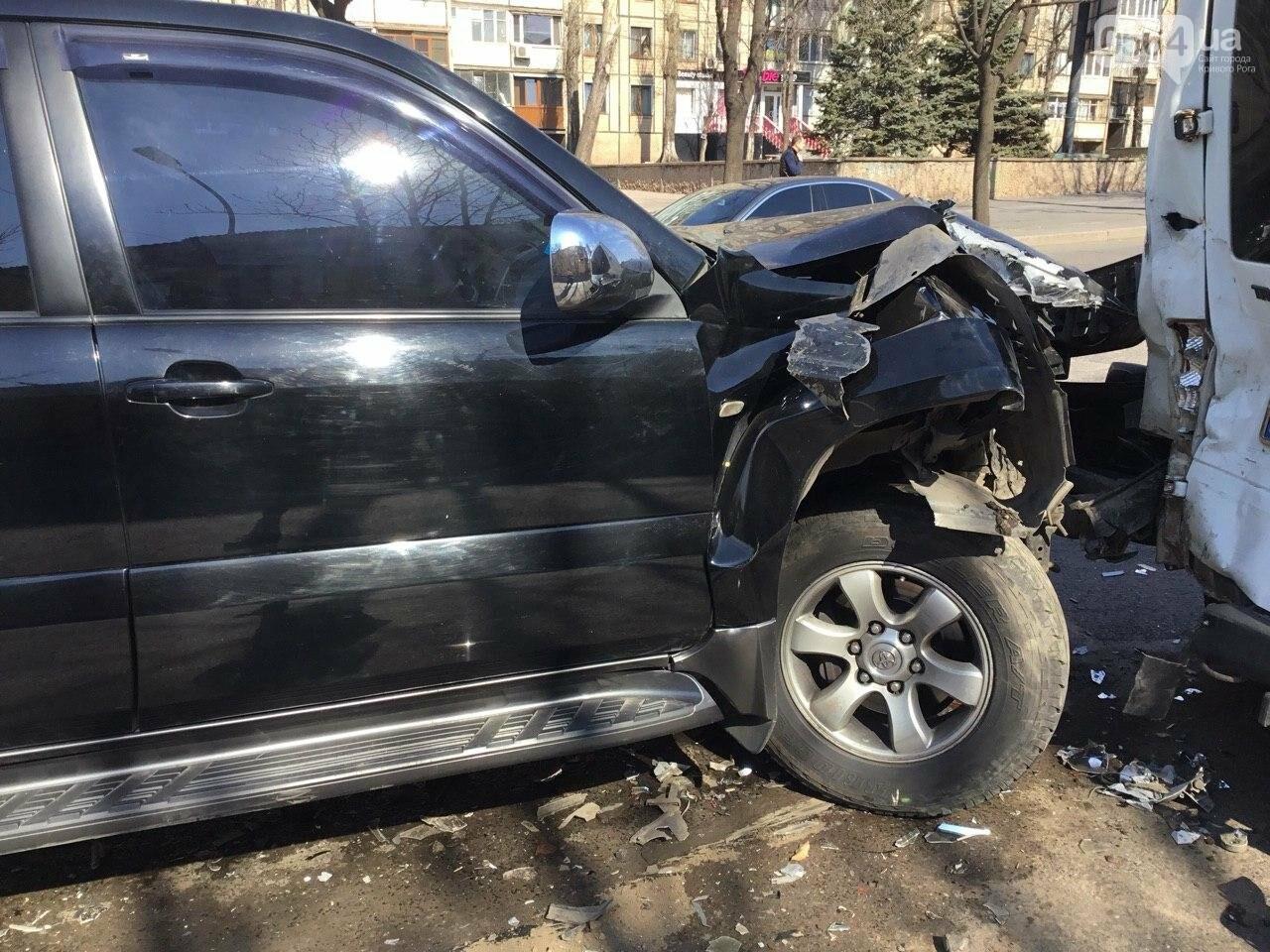 На центральном проспекте Кривого Рога столкнулись 4 автомобиля, - ФОТО, фото-1