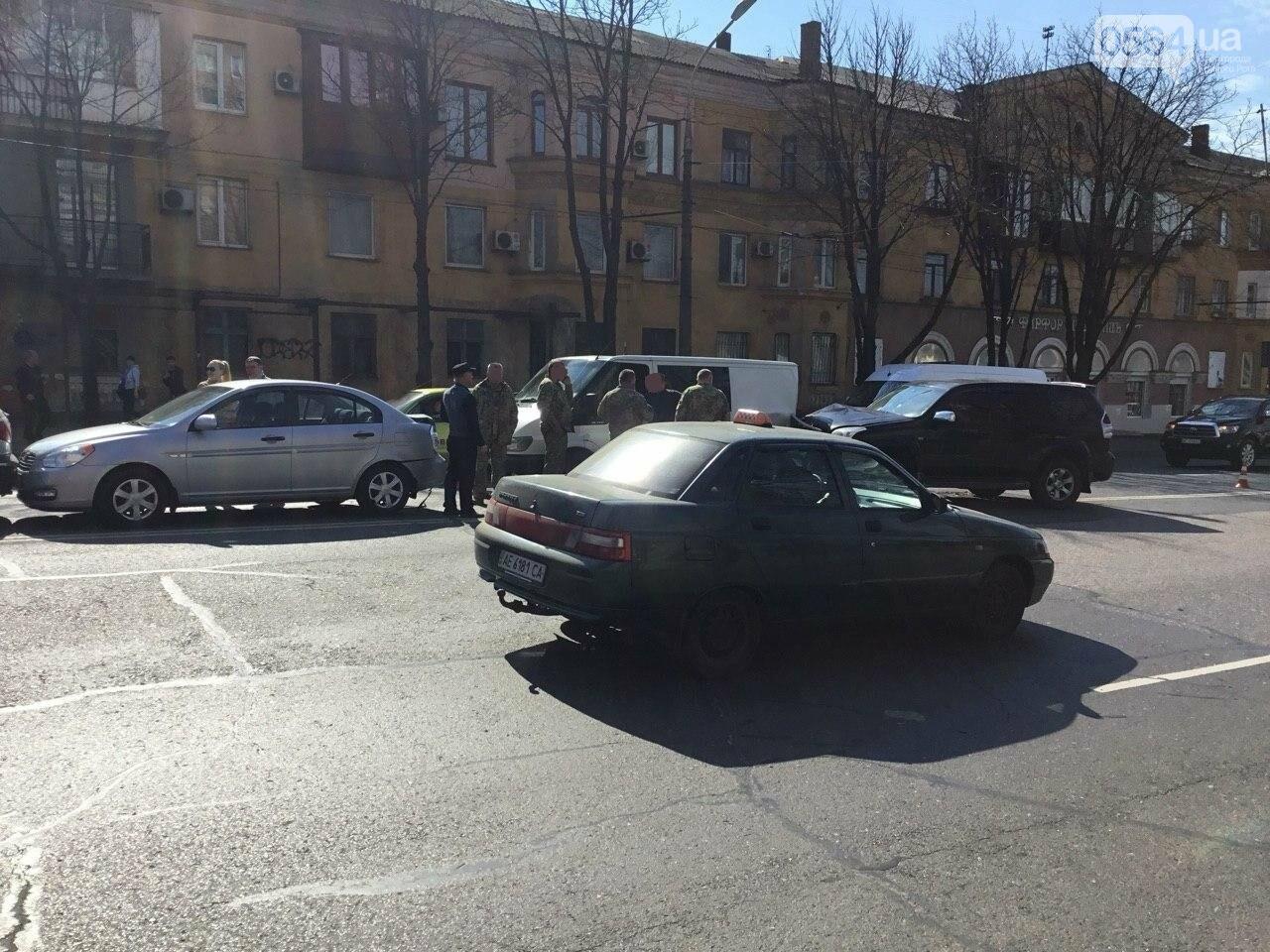 На центральном проспекте Кривого Рога столкнулись 4 автомобиля, - ФОТО, фото-16