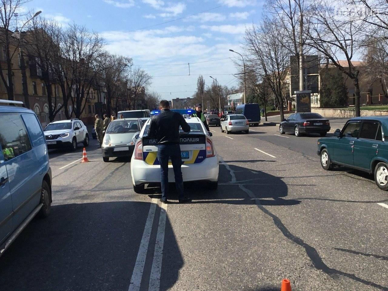 На центральном проспекте Кривого Рога столкнулись 4 автомобиля, - ФОТО, фото-17