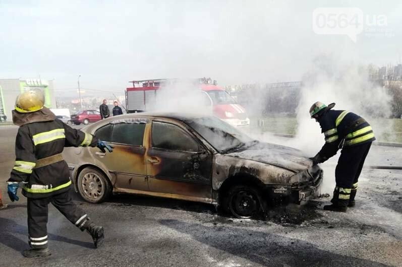 Криворожанин получил ожог руки, пытаясь спасти от огня собственный автомобиль, - ФОТО , фото-2