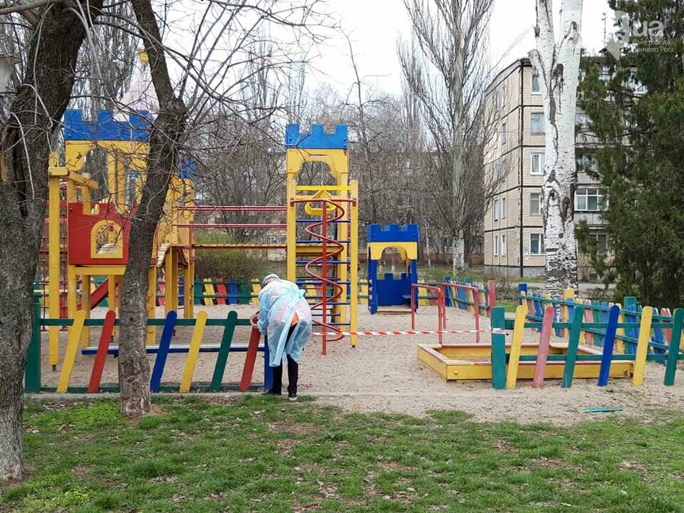 В одном районе Кривого Рога начали дезинфицировать детские и спортивные площадки во время карантина, - ФОТО  , фото-11