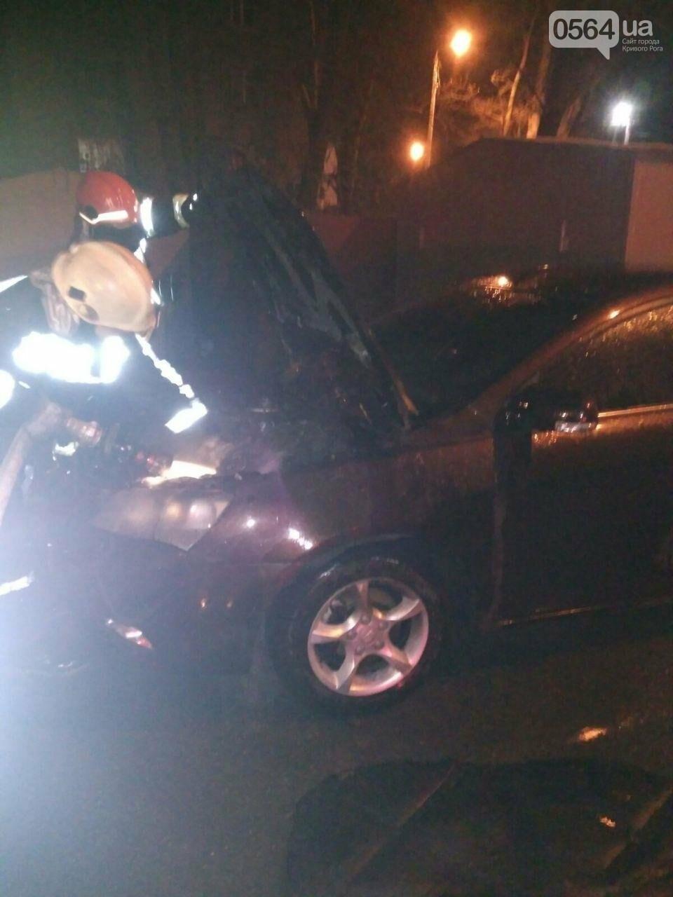 В Кривом Роге сгорел автомобиль, припаркованный возле дома, - ФОТО , фото-1