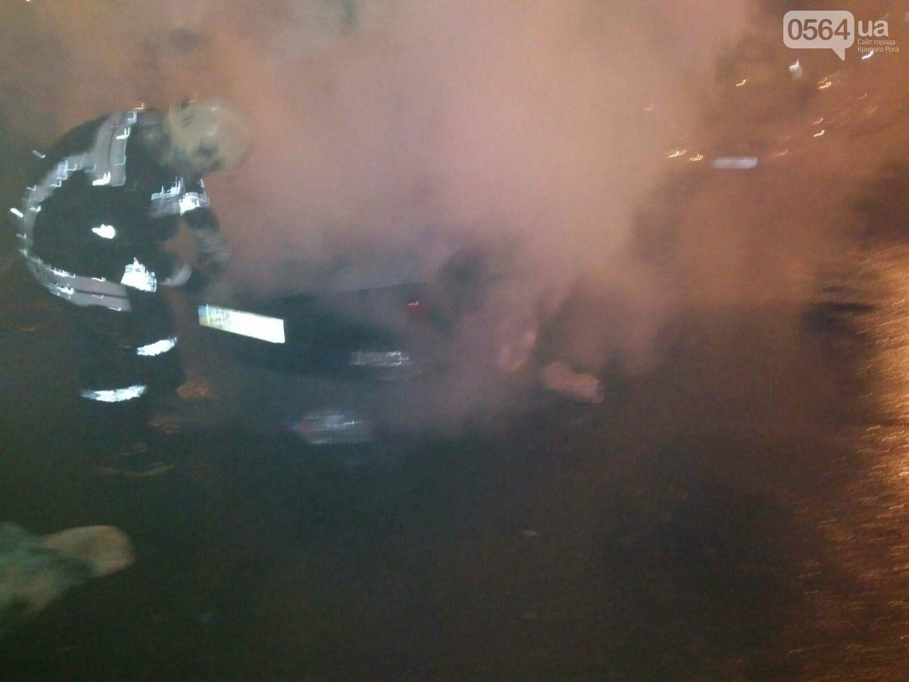 В Кривом Роге сгорел автомобиль, припаркованный возле дома, - ФОТО , фото-3