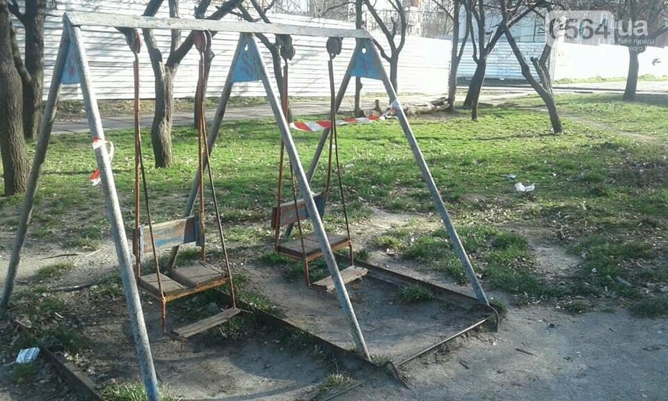 Криворожане срывают ограничительные ленты на детских площадках и гуляют там с детьми,  - ФОТО, фото-2