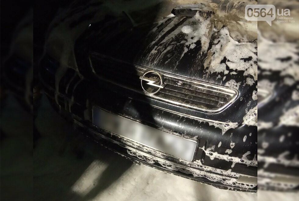 В Кривом Роге на рассвете вспыхнул припаркованный возле дома автомобиль, - ФОТО, ВИДЕО, фото-2