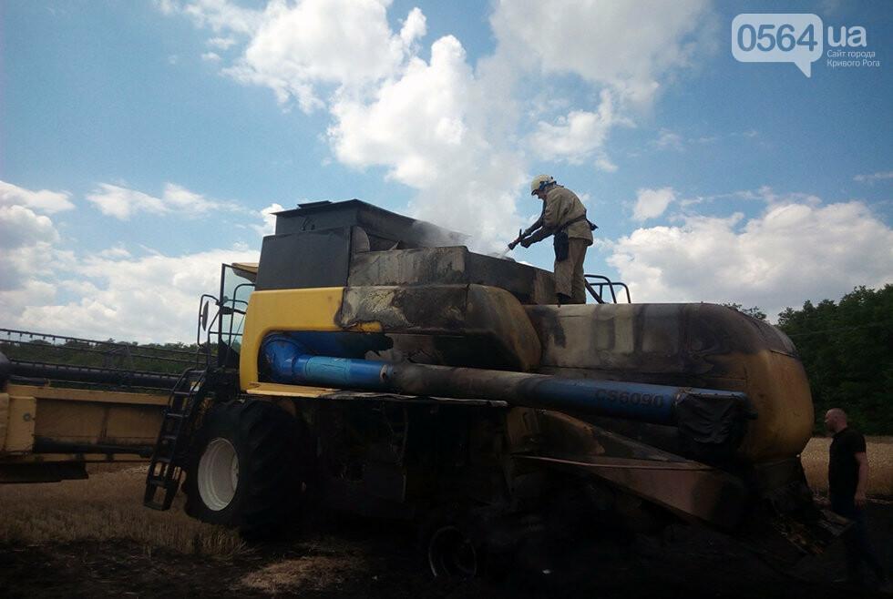 Под Кривым Рогом на автодороге загорелся комбайн, - ФОТО , фото-2