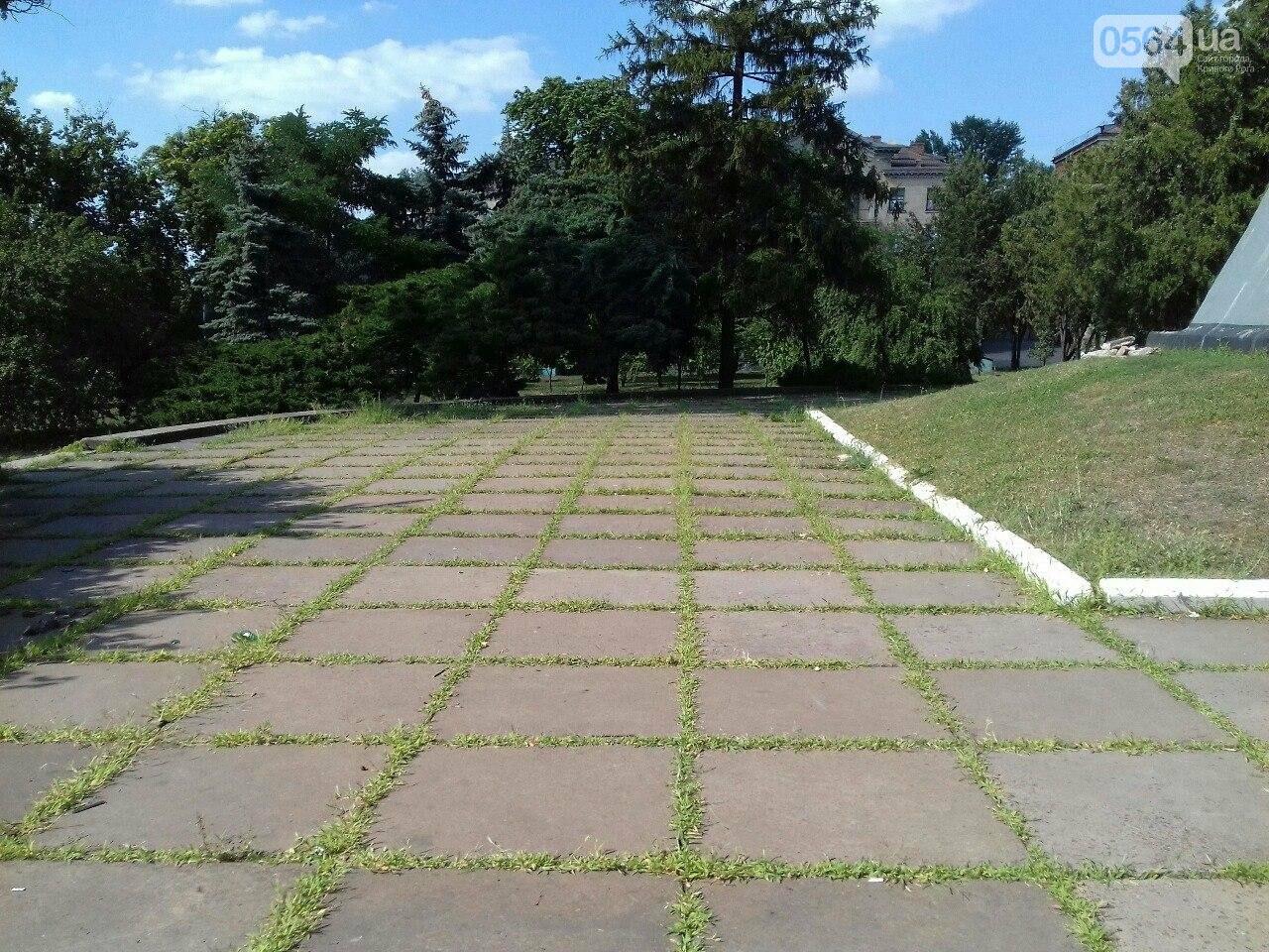 В сквере на центральной площади Кривого Рога воцарилась разруха, - ФОТО, фото-13