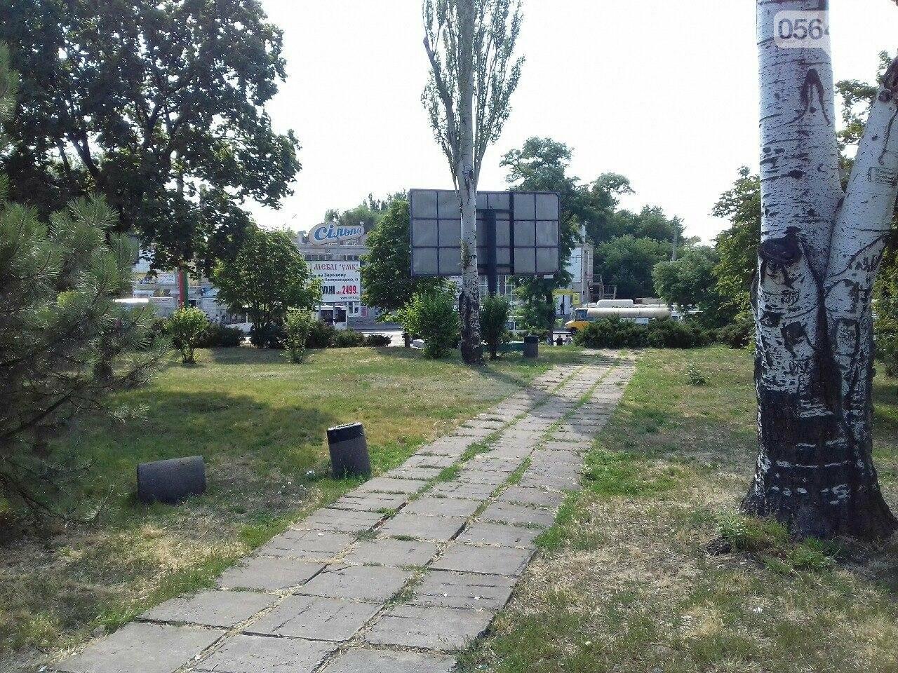 В сквере на центральной площади Кривого Рога воцарилась разруха, - ФОТО, фото-10