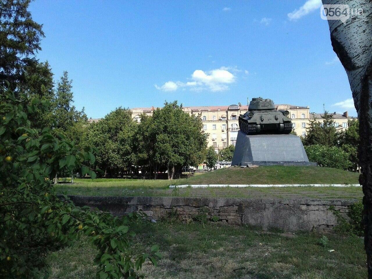 В сквере на центральной площади Кривого Рога воцарилась разруха, - ФОТО, фото-14