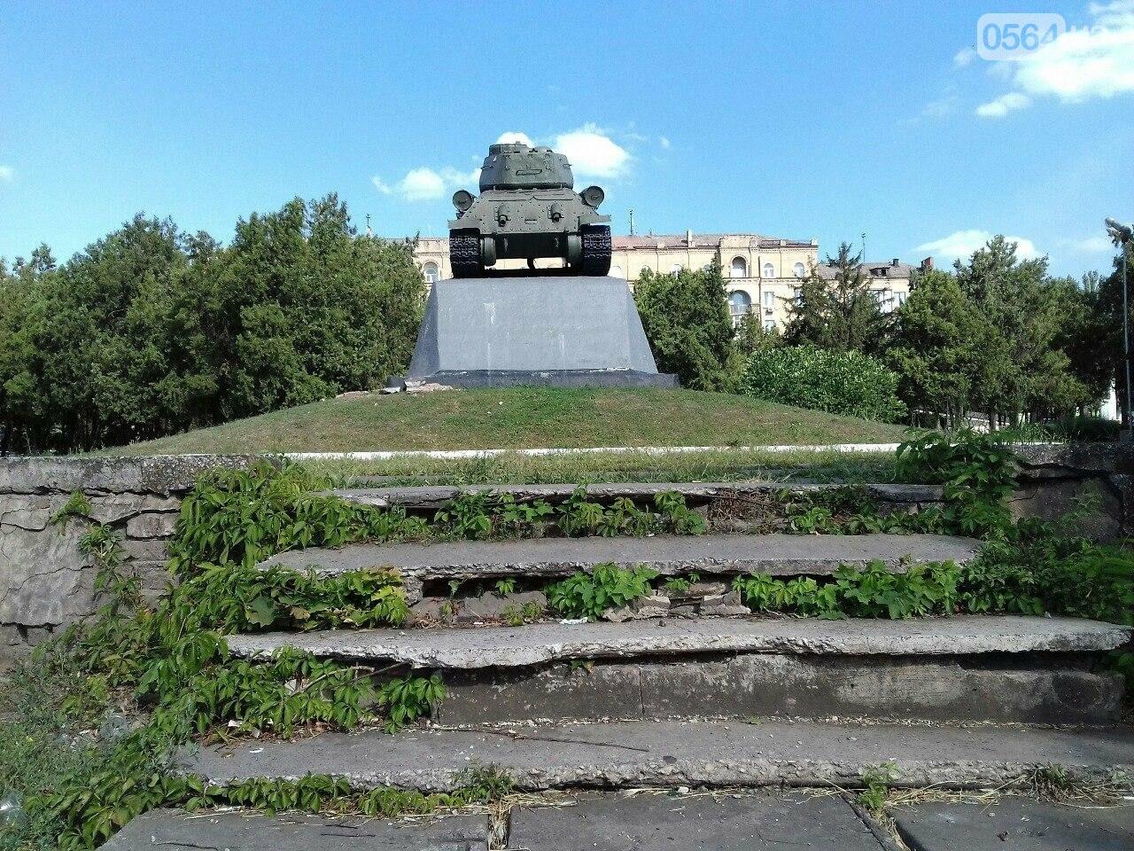 В сквере на центральной площади Кривого Рога воцарилась разруха, - ФОТО, фото-2
