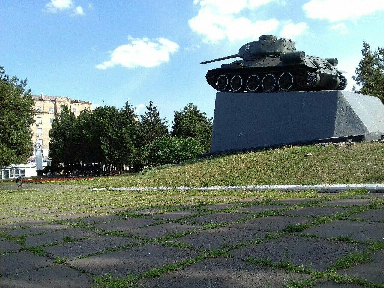 В сквере на центральной площади Кривого Рога воцарилась разруха, - ФОТО, фото-9