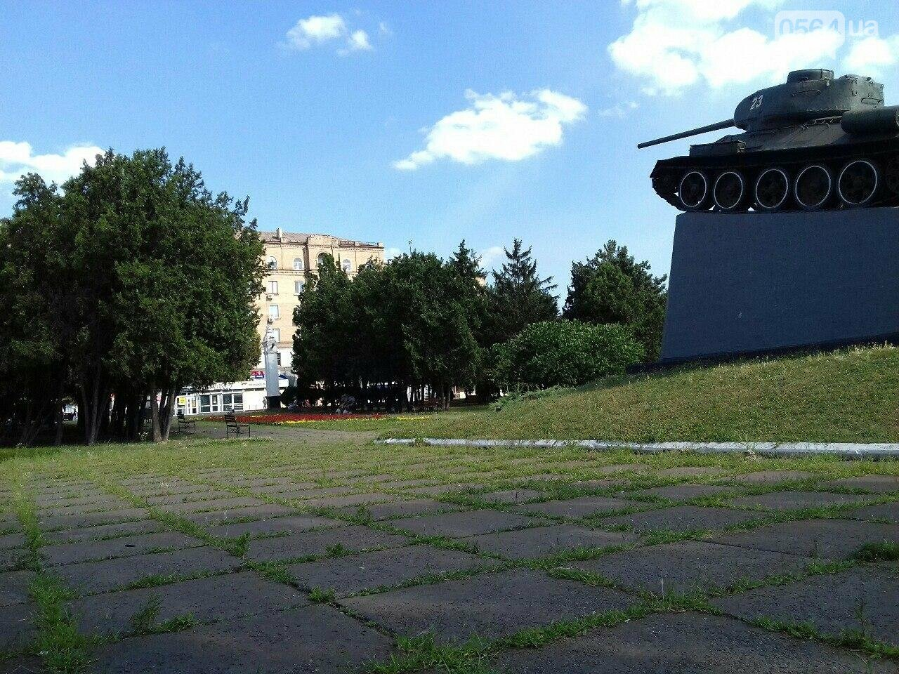 В сквере на центральной площади Кривого Рога воцарилась разруха, - ФОТО, фото-1