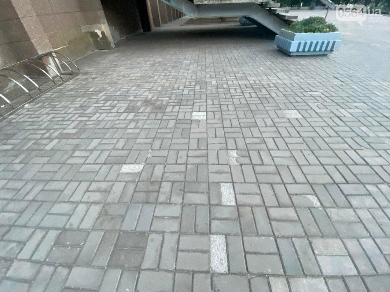 Второй раз по гарантийному договору будут менять плитку под райисполкомом в Кривом Роге, - ФОТО , фото-3