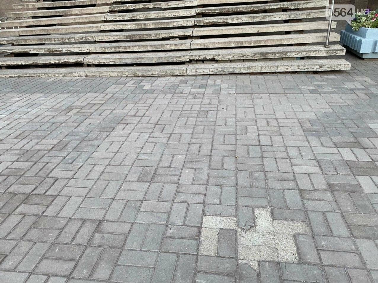 Второй раз по гарантийному договору будут менять плитку под райисполкомом в Кривом Роге, - ФОТО , фото-10