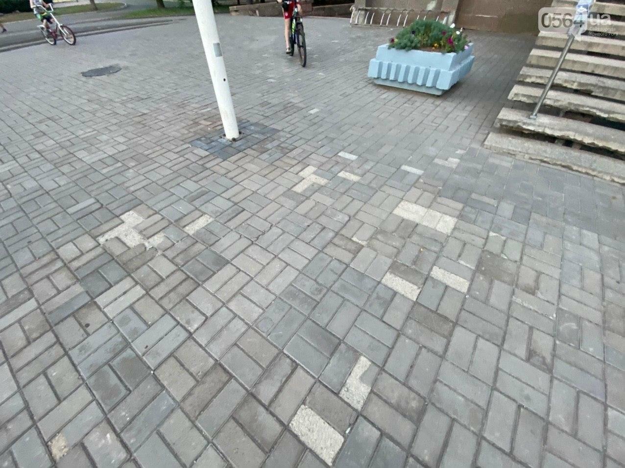 Второй раз по гарантийному договору будут менять плитку под райисполкомом в Кривом Роге, - ФОТО , фото-12