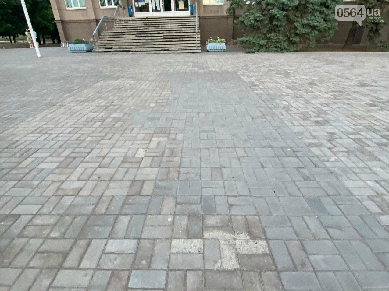 Второй раз по гарантийному договору будут менять плитку под райисполкомом в Кривом Роге, - ФОТО , фото-13