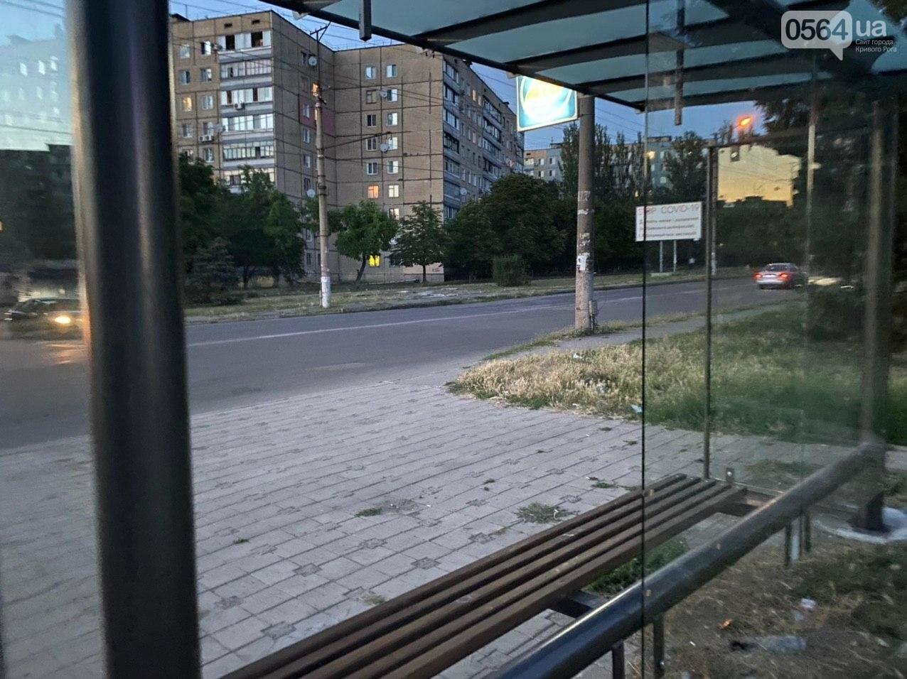 """""""Опять вандалы?"""": почему в Кривом Роге на новой остановке нет стекла, - ФОТО , фото-9"""