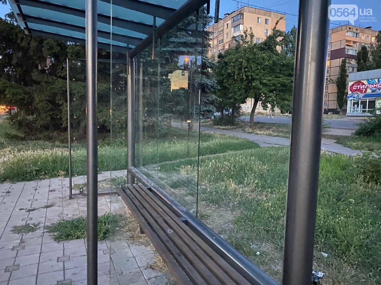 """""""Опять вандалы?"""": почему в Кривом Роге на новой остановке нет стекла, - ФОТО , фото-8"""