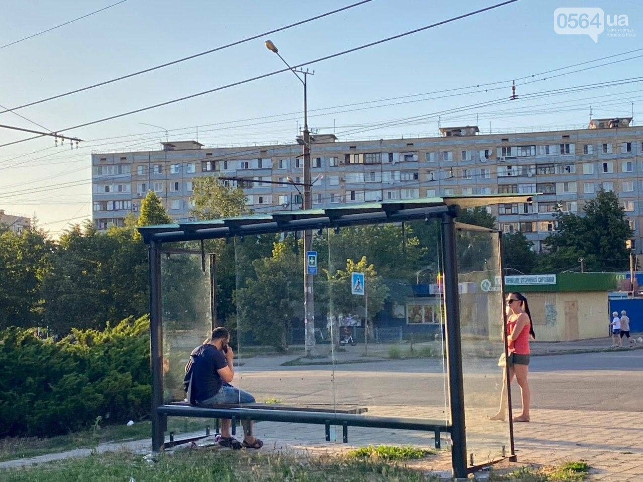 """""""Опять вандалы?"""": почему в Кривом Роге на новой остановке нет стекла, - ФОТО , фото-2"""