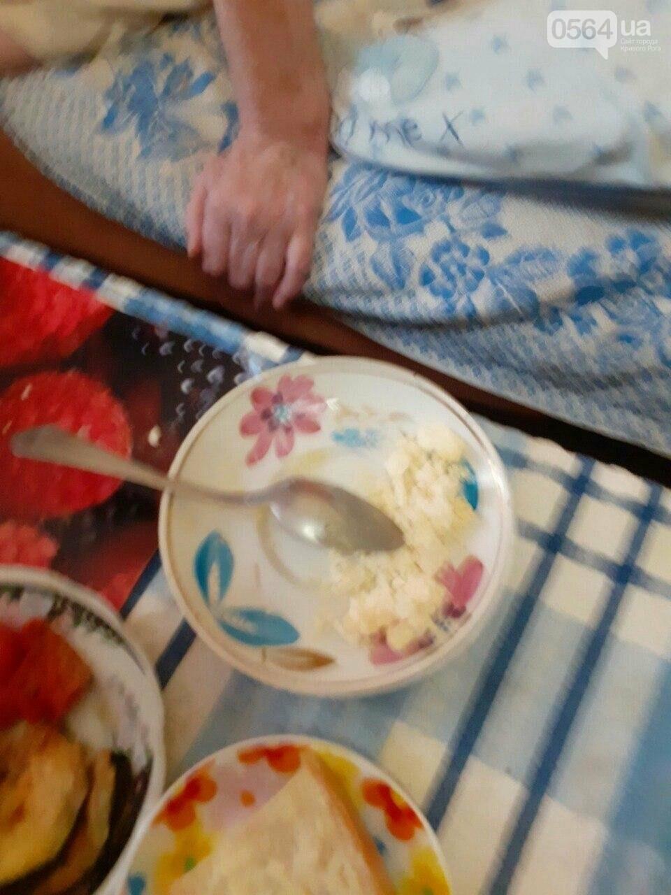 В Кривом Роге старушка, у которой ампутирована нога, днем и ночью без присмотра находится одна в запертой квартире, - ФОТО, фото-5
