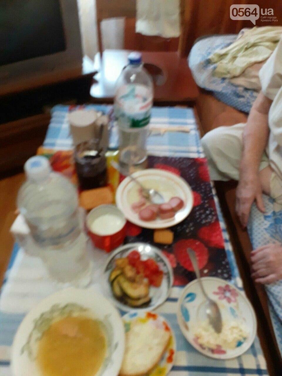 В Кривом Роге старушка, у которой ампутирована нога, днем и ночью без присмотра находится одна в запертой квартире, - ФОТО, фото-2
