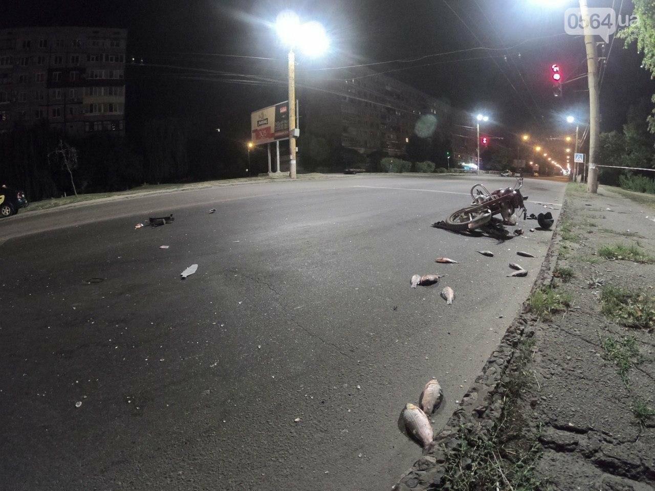 Ночью в Кривом Роге столкнулись легковой автомобиль и мотоцикл. Водитель мотоцикла госпитализирован, - ФОТО, фото-7
