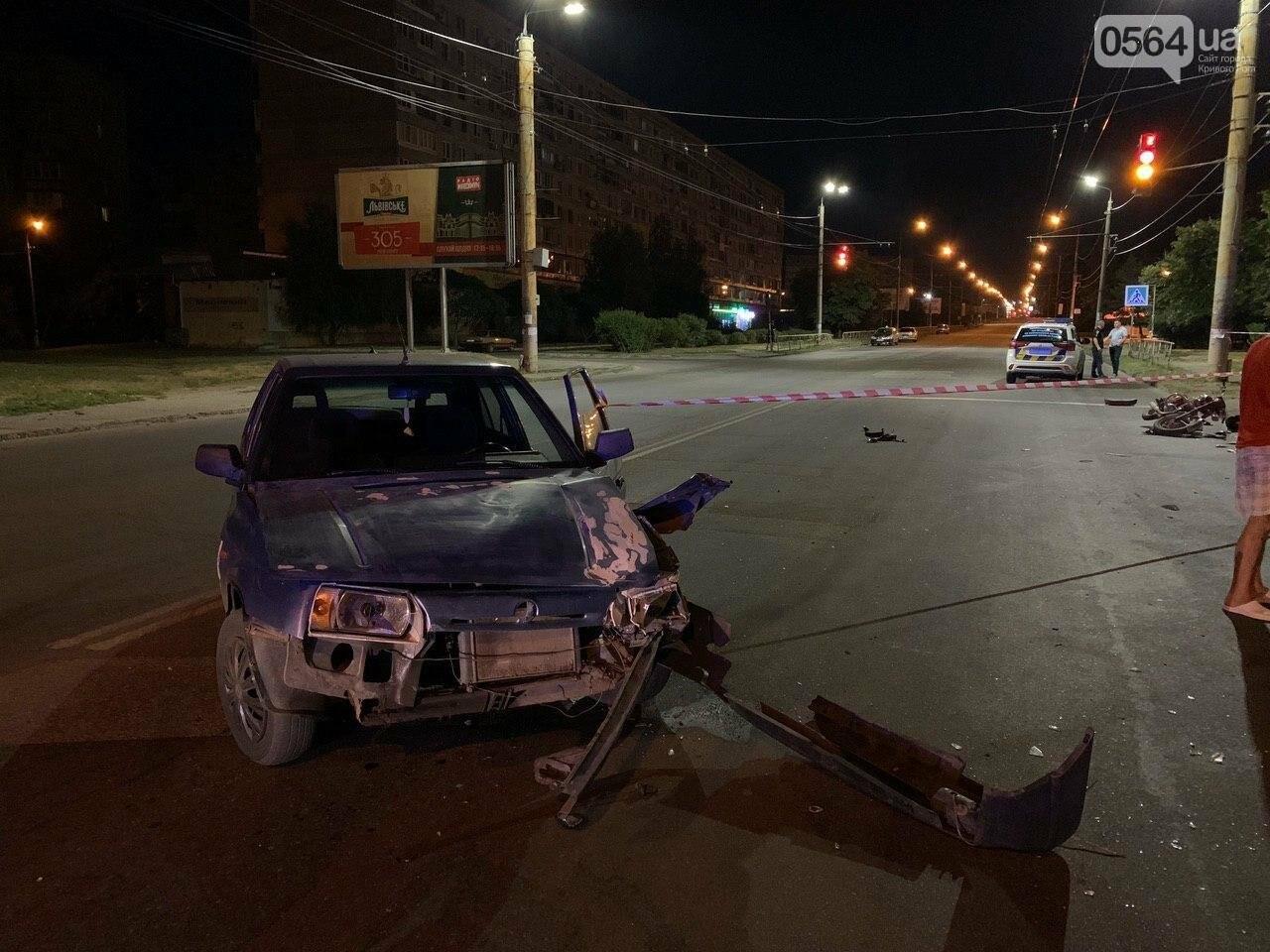 Ночью в Кривом Роге столкнулись легковой автомобиль и мотоцикл. Водитель мотоцикла госпитализирован, - ФОТО, фото-3