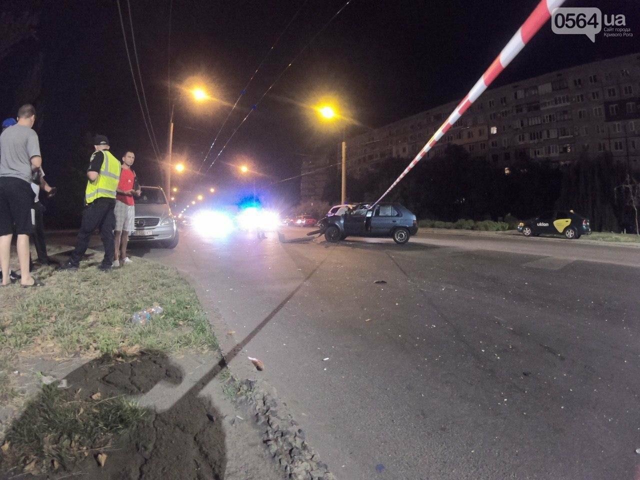 Ночью в Кривом Роге столкнулись легковой автомобиль и мотоцикл. Водитель мотоцикла госпитализирован, - ФОТО, фото-5