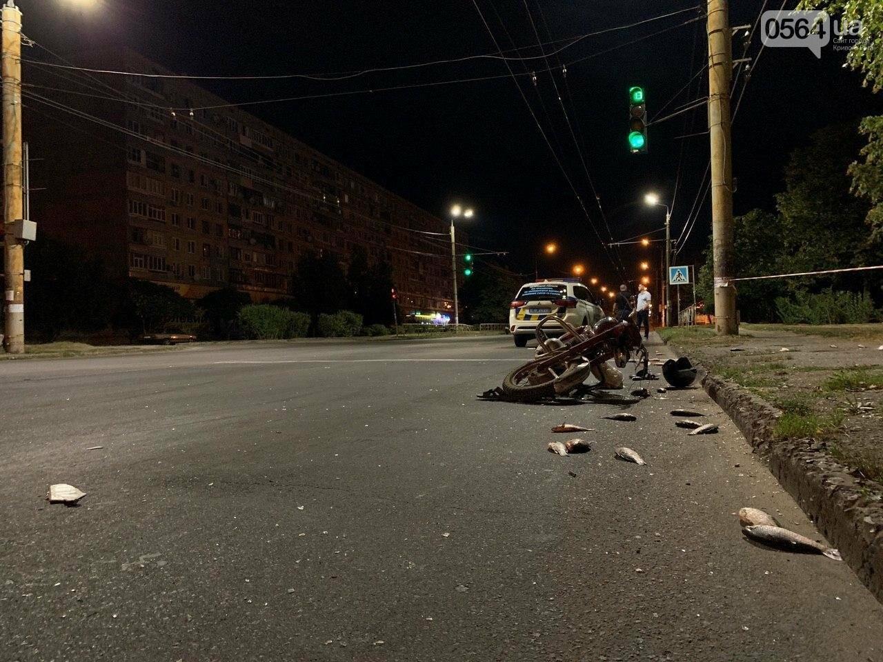 Ночью в Кривом Роге столкнулись легковой автомобиль и мотоцикл. Водитель мотоцикла госпитализирован, - ФОТО, фото-6
