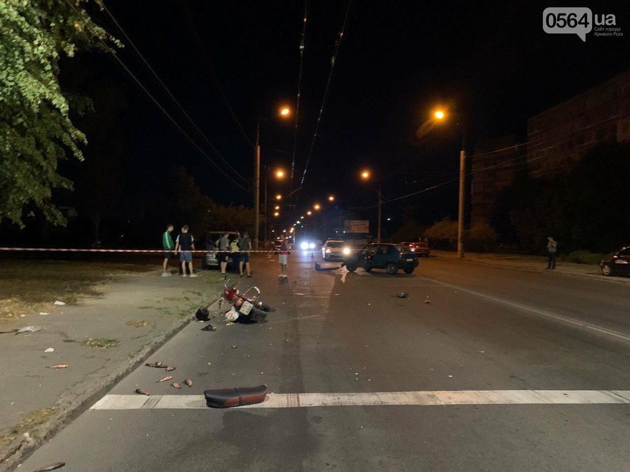 Ночью в Кривом Роге столкнулись легковой автомобиль и мотоцикл. Водитель мотоцикла госпитализирован, - ФОТО, фото-2