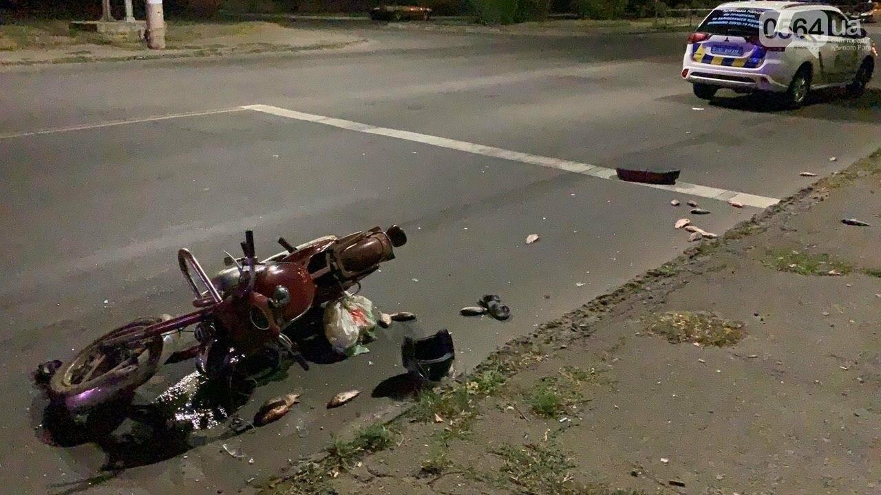 Ночью в Кривом Роге столкнулись легковой автомобиль и мотоцикл. Водитель мотоцикла госпитализирован, - ФОТО, фото-1