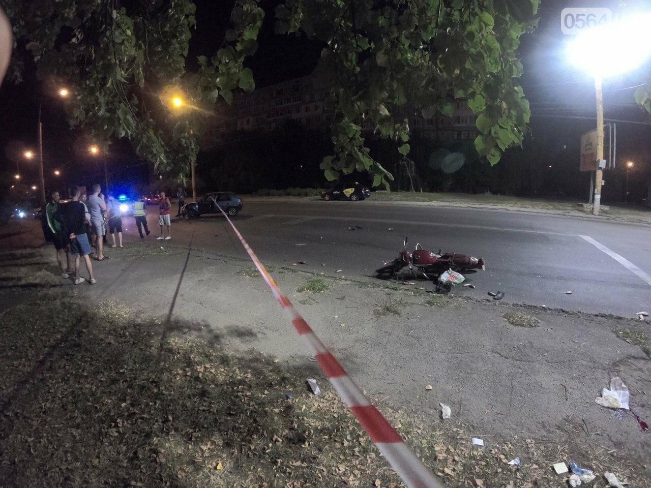 Ночью в Кривом Роге столкнулись легковой автомобиль и мотоцикл. Водитель мотоцикла госпитализирован, - ФОТО, фото-4
