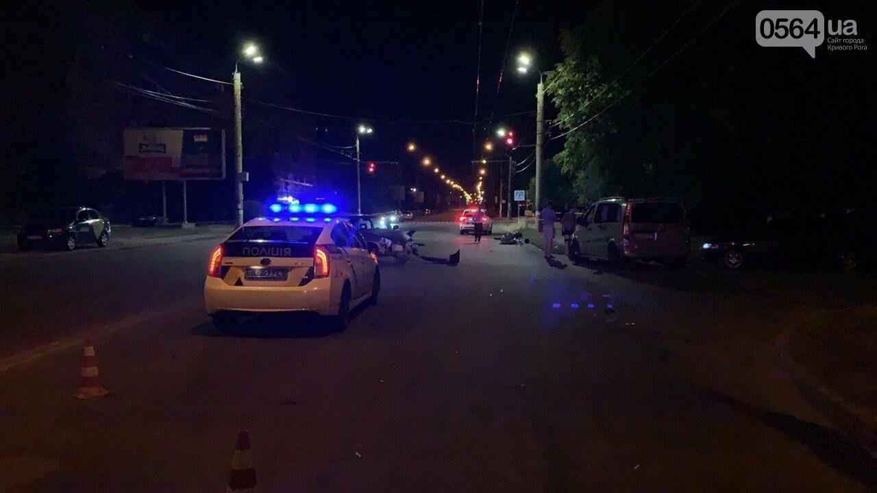 Ночью в Кривом Роге столкнулись легковой автомобиль и мотоцикл. Водитель мотоцикла госпитализирован, - ФОТО, фото-8