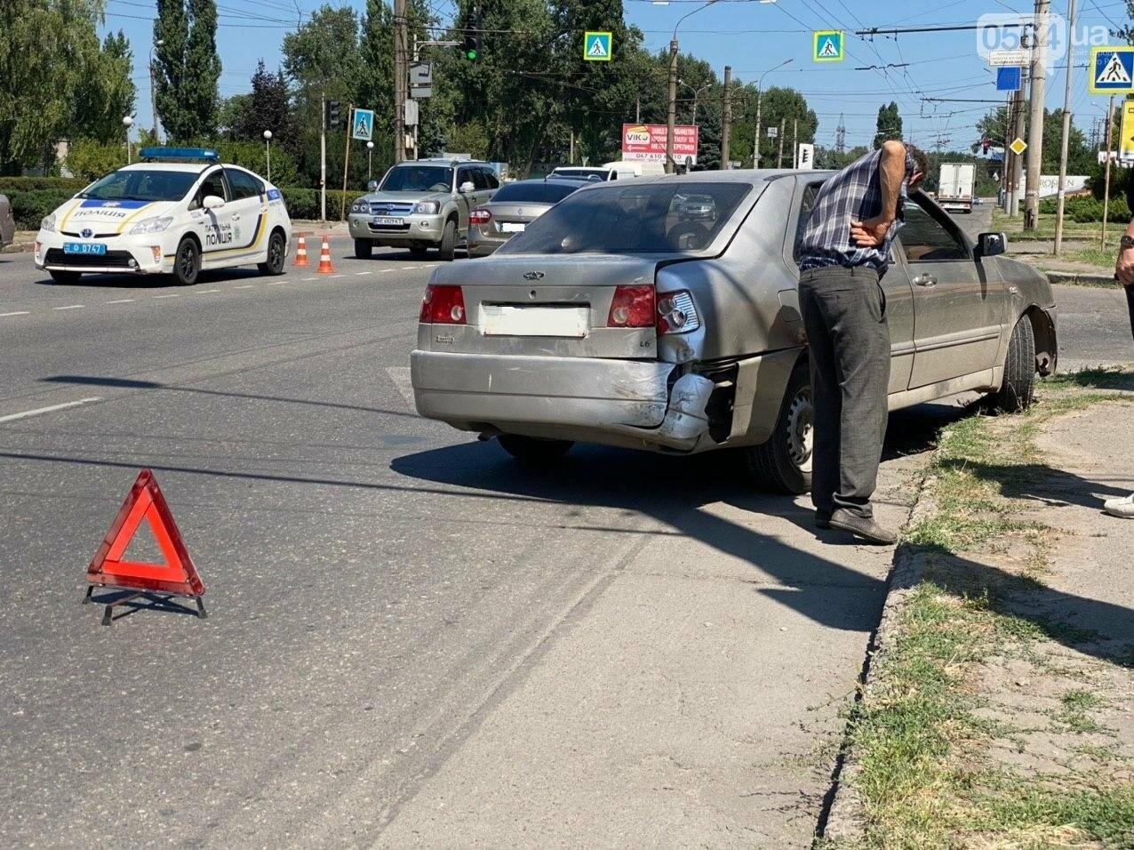 На Днепровском шоссе в Кривом Роге произошла авария, - ФОТО, фото-1