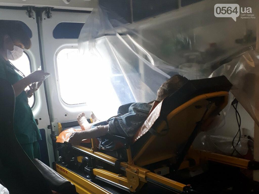 Из задымленной квартиры спасатели вынесли 80-летнюю криворожанку, - ФОТО , фото-3