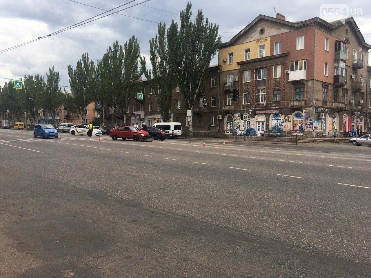 """""""Skoda"""" и """"Renault"""" не поделили дорогу в Кривом Роге, - ФОТО , фото-3"""