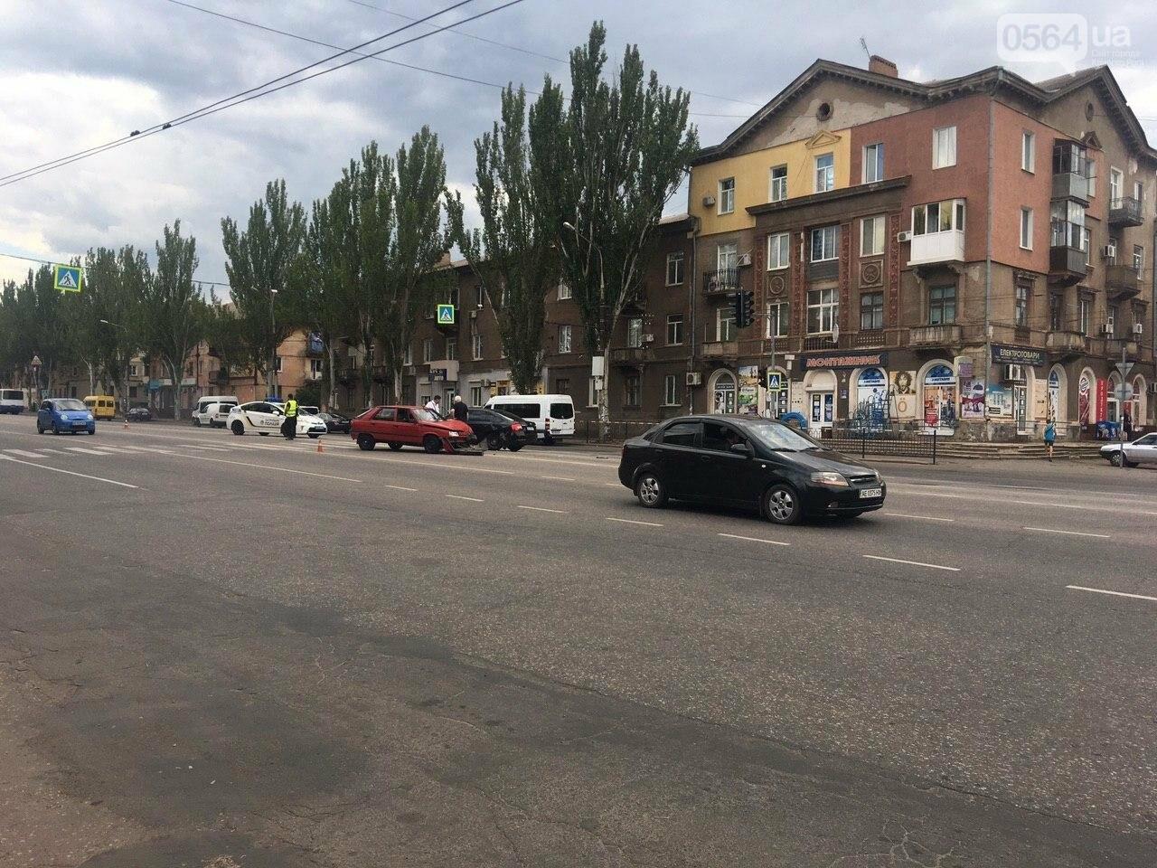"""""""Skoda"""" и """"Renault"""" не поделили дорогу в Кривом Роге, - ФОТО , фото-4"""