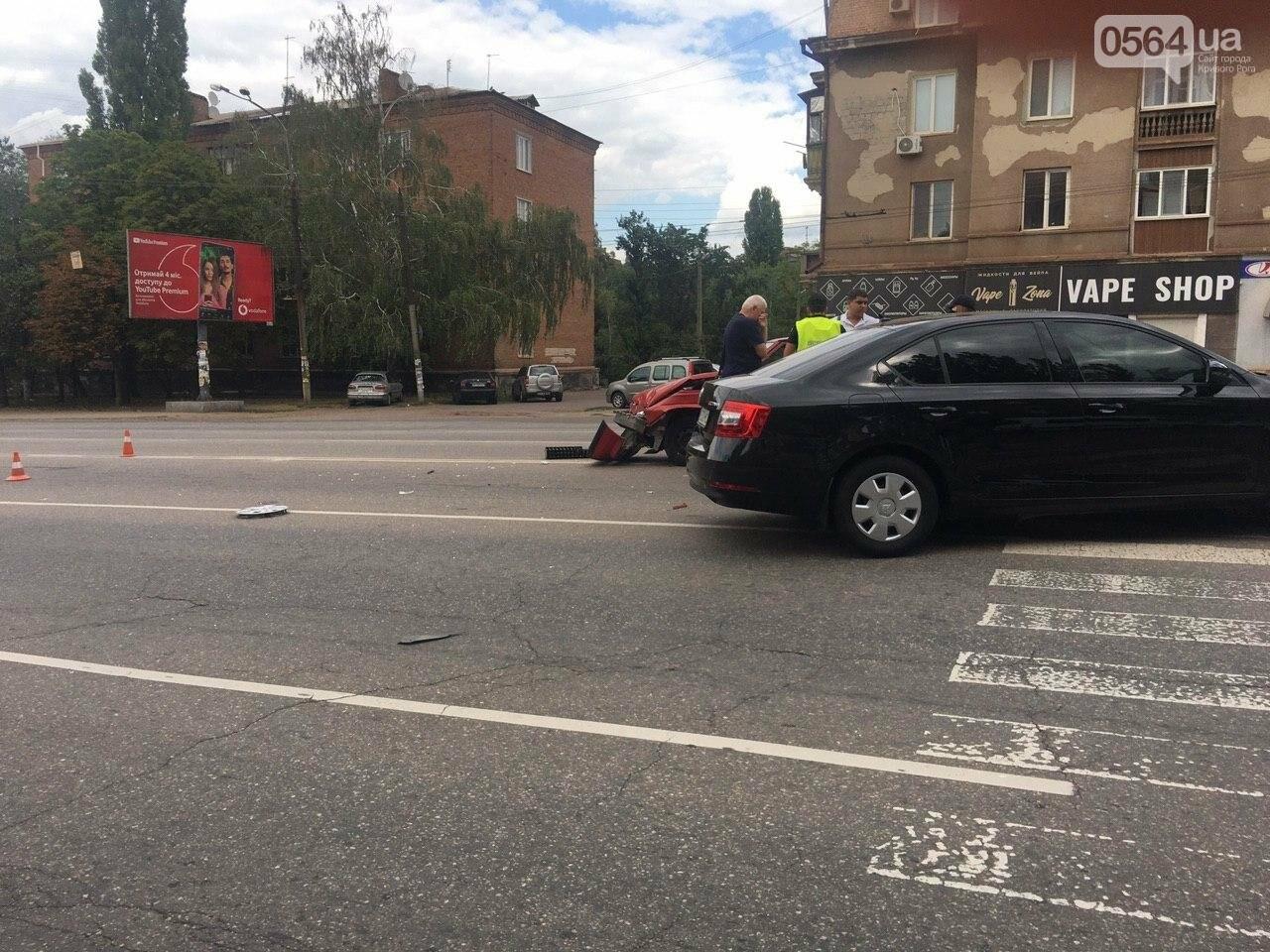 """""""Skoda"""" и """"Renault"""" не поделили дорогу в Кривом Роге, - ФОТО , фото-2"""